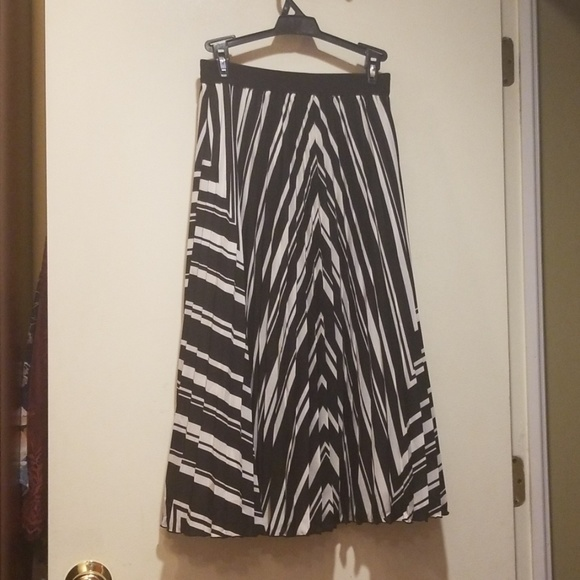 H&M Dresses & Skirts - H&M Pleated Chevron Skirt 4